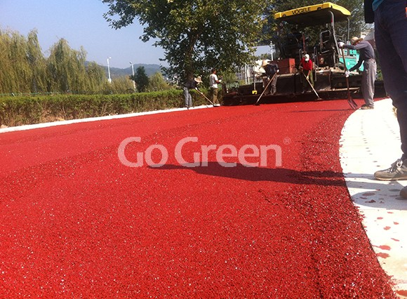 Cold mix color asphalt applied on running track