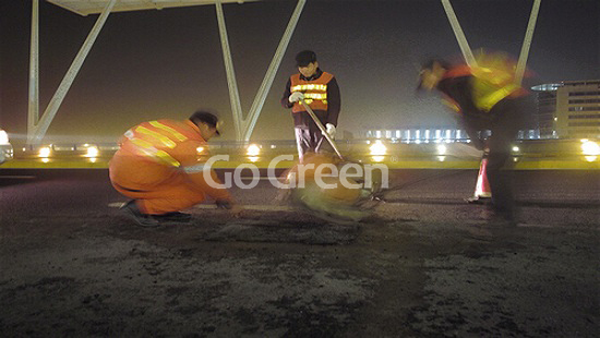 Pudong international airport cold mix asphalt